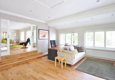 Moderne hjem med stue.